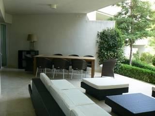 DISEÑO MOBILIARIO E INTERIORISMO APARTAMENTO. SOTOGRANDE. CADIZ. 2012 de Bescos-Nicoletti Arquitectos Asiático
