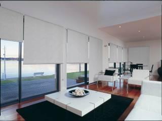 Salon moderne par AKTİF PERDE Moderne