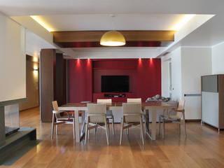 Modern dining room by UAIG | Ufficio Architettura Interni Grammauta Modern