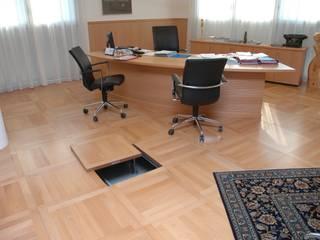Il pavimento sopraelevato: dalla storia con eleganza Pareti & Pavimenti in stile minimalista di Newfloor Srl Minimalista