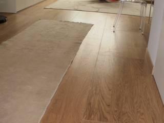 Il pavimento sopraelevato: dalla storia con eleganza Pareti & Pavimenti in stile moderno di Newfloor Srl Moderno