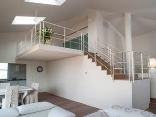 Realizzazione soppalco, scale e balaustre in villa nei castelli di Jesi (AN) di maurizioborri Minimalista