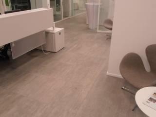 Il pavimento sopraelevato: dalla storia con eleganza Complesso d'uffici moderni di Newfloor Srl Moderno