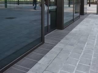 Wasserfrei für Wiens Wahrzeichen Moderne Bürogebäude von ACO Österreich Modern