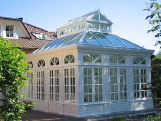 Englischer Wintergarten mit aufgesetzter Laterne und Sprossen im Glas: ausgefallene Esszimmer von Walter Hohnholt Tischlerei GmbH
