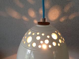 Handgedraaide lampen van keramiek: modern  door Hart & Ziel design, Modern