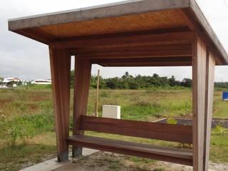 Mobilier urbain en bois de Guyane par DCP STUDIO Éclectique
