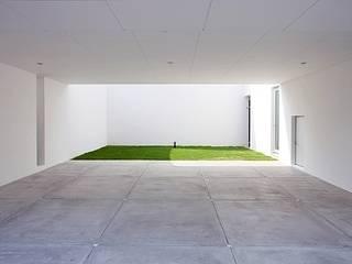 コートハウス モダンデザインの ガレージ・物置 の 中島健アトリエ 一級建築士事務所 モダン