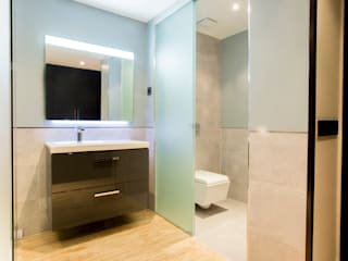 Baños de estilo minimalista de Empresa constructora en Madrid Minimalista