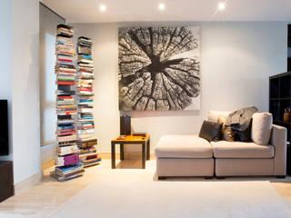 Soggiorno minimalista di Empresa constructora en Madrid Minimalista