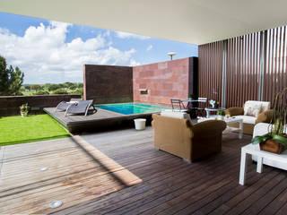 Jardines de estilo moderno de Empresa constructora en Madrid Moderno