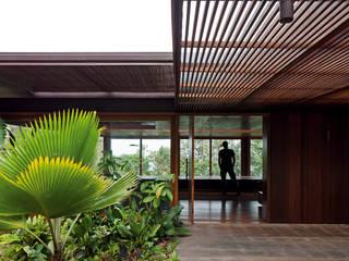 Residência AMB Casas tropicais por Jacobsen Arquitetura Tropical