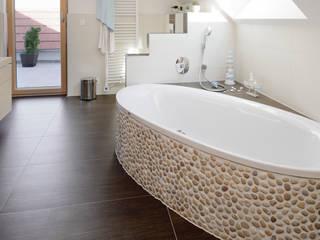Wohnhaus W. in Nüdlingen Badezimmer im Landhausstil von Achtergarde + Welzel Architektur + Interior Design Landhaus