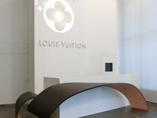 Design and construction of the Louis Vuitton headquarters in SPAIN - main manufacturing area for belts. by Daifuku Designs Minimalist