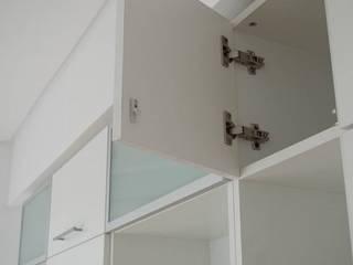 Guardado de cocina, puertas pushopen vidriadas y melaminicas cantos ABS. de MinBai Minimalista