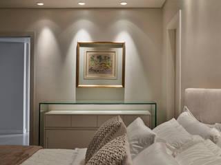 Apartamento Belvedere: Quartos  por Fernanda Sperb Arquitetura e interiores,Moderno