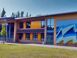 Casas de estilo minimalista de Mineralit - Mineralgusswerk Laage GmbH Minimalista
