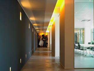 uffici direzionali: Complessi per uffici in stile  di Paola De Bianchi