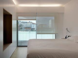 Rehabilitación de vivienda urbana Dormitorios de estilo minimalista de Alfredo Sirvent, arquitecto Minimalista