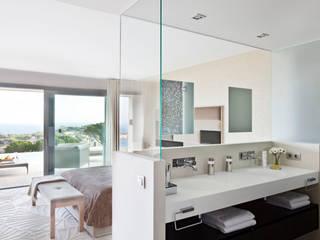 IND Archdesign Mediterranean style bathrooms