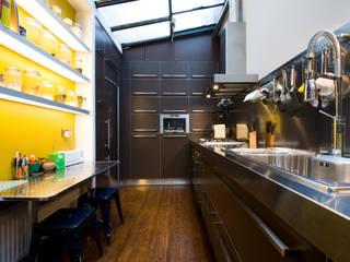 cuisine au design industriel et contemporain Cuisine industrielle par LA CUISINE DANS LE BAIN SK CONCEPT Industriel