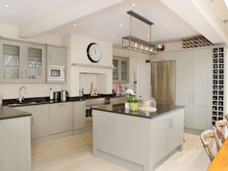 Kitchen by Ruth Noble Interiors Classic