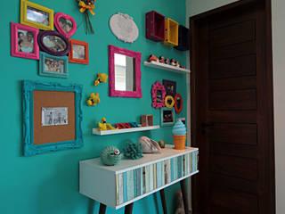 Pasillos, vestíbulos y escaleras de estilo tropical de Celia Beatriz Arquitetura Tropical