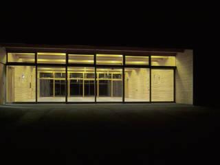 Bürgersaal Feckenhausen Moderne Häuser von lehmann_holz_bauten Modern