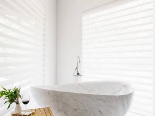 Tina de baño minimalista Baños de estilo minimalista de homify Minimalista