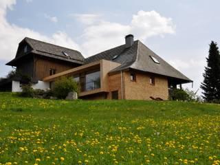 Umbau Schwarzwaldhaus in Triberg-Nussbach: landhausstil Häuser von lehmann_holz_bauten