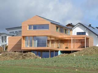 Plusenergiehaus in Seedorf:  Häuser von lehmann_holz_bauten