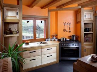 Cuisine bois:  de style  par Atelier - Lignum