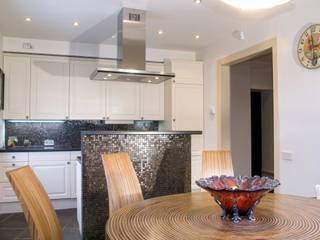 Квартира в г. Зеленоградске Кухня в классическом стиле от AGRAFFE design Классический