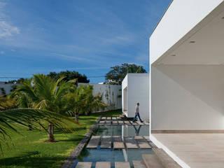 ミニマルな 家 の Aguirre Arquitetura ミニマル
