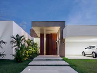 TB House: Casas  por Aguirre Arquitetura