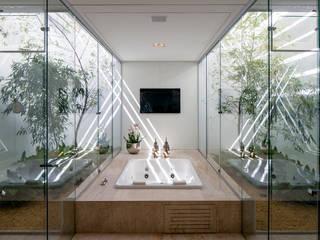 TB House: Banheiros  por Aguirre Arquitetura,Minimalista