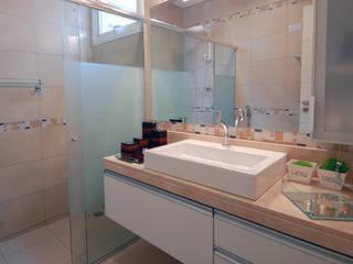 Ванная в классическом стиле от Celia Beatriz Arquitetura Классический