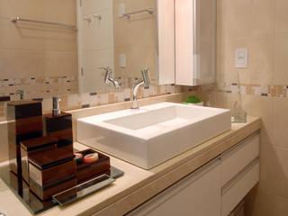 Classic style bathroom by Celia Beatriz Arquitetura Classic