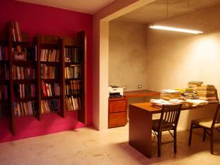 Estudios y despachos de estilo moderno de TACO Taller de Arquitectura Contextual Moderno