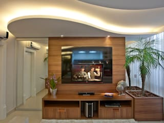 Salas multimedia de estilo moderno de Designer de Interiores e Paisagista Iara Kílaris Moderno