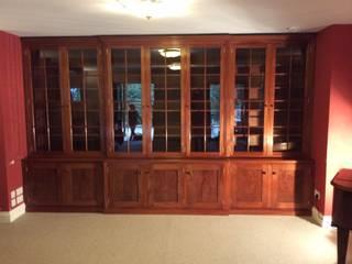 Break front office bookcase Auspicious Furniture EstudioArmarios y estanterías