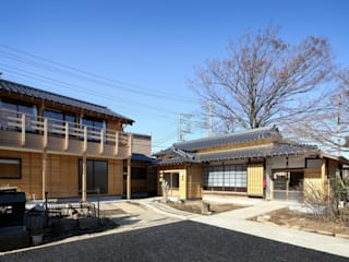 Casas clássicas por 木の家設計室 アトリエ椿 Clássico