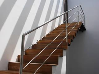 [TT ARQUITECTOS] 現代風玄關、走廊與階梯