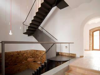 Ingresso, Corridoio & Scale in stile rurale di CM4 Arquitectos Rurale