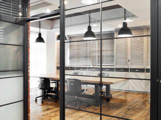 有限会社スタジオA建築設計事務所 Estudios y despachos de estilo industrial