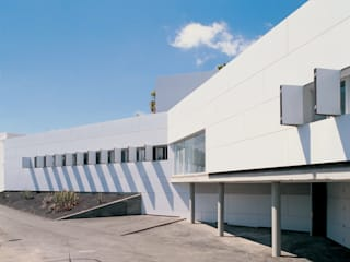 CUTTING-EDGE LEAP -Medical Center Arona-Vilaflor by ALUCOBOND - 3A Composites GmbH Modern