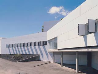 KANTENSPRUNG - Medizinisches Center Arona-Vilaflor Moderne Praxen von ALUCOBOND - 3A Composites GmbH Modern