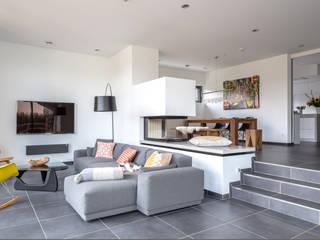 Wohnhaus 2: moderne Wohnzimmer von Kohlbecker Gesamtplan GmbH