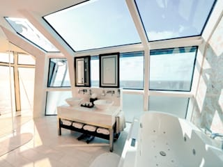 Reflection Suite Bathroom: moderne Badezimmer von AIP Innenprojekt GmbH