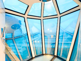 Reflection Suite Bathroom Shower: moderne Badezimmer von AIP Innenprojekt GmbH